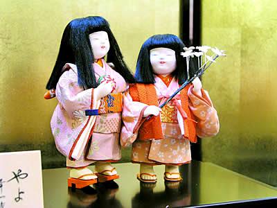 ケース入り添え人形